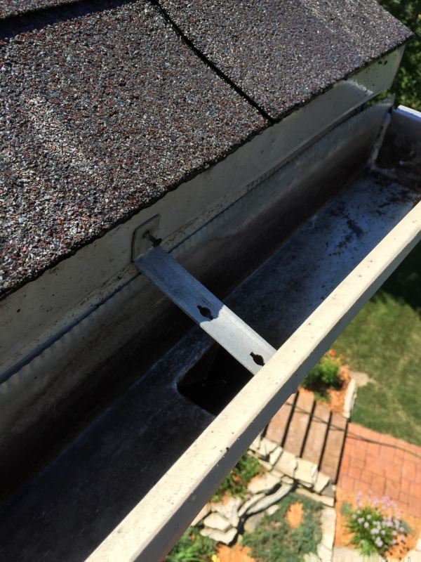 Rain Gutter Cleaners in Kansas City, MO 64197