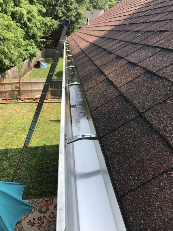 Rain Gutter Cleaners in Kansas City, MO 64167